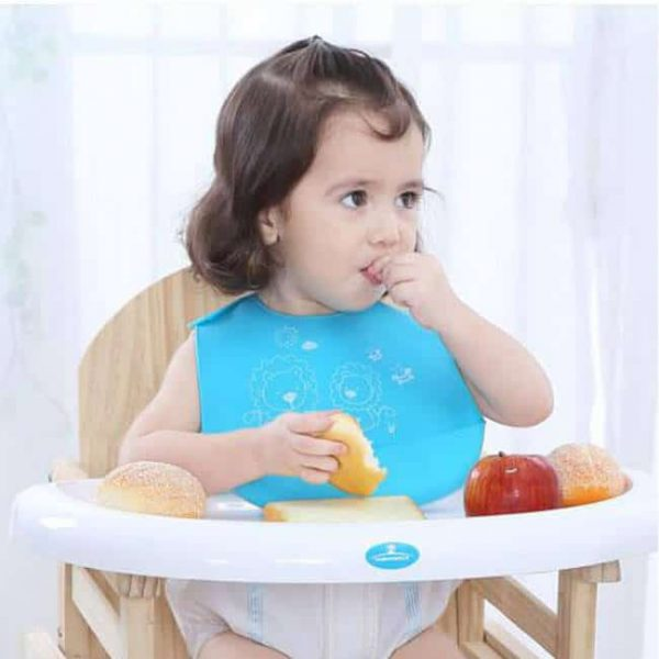 Baby feeding with silicone bib
